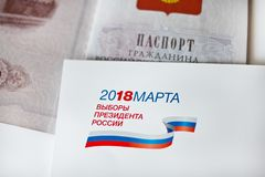 Uitnodiging om bij presidentsverkiezingdag en paspoort te stemmen Rusland moskou 18,2018 maart, Stock Foto
