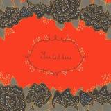 Uitnodigingskaart met abstracte bloemen en bladeren Vector kaart Heldere oranje achtergrond Vector groetkaart Royalty-vrije Stock Afbeeldingen