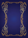 Uitnodigingskaart met de gouden slinger van het bloemhuwelijk in Jugendstilstijl Stock Fotografie