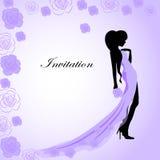 Uitnodigingskaart met een meisje in violette kleding stock illustratie