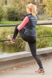 Uitrekkende benen Stock Fotografie