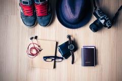 Uitrusting van reiziger, student, tiener, jonge vrouw of kerel Overh stock foto