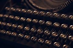 Uitstekend antiek inbaar schrijfmachinesclose-up Russische toetsenborden royalty-vrije stock foto