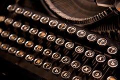 Uitstekend antiek inbaar schrijfmachinesclose-up Russische toetsenborden royalty-vrije stock afbeelding