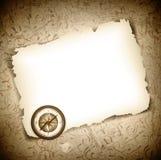 Uitstekend antiek kompas bij gebrand document Royalty-vrije Stock Foto's