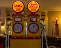 Uitstekend benzinestation Stock Foto