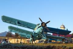 Uitstekend blauw vliegtuig Royalty-vrije Stock Foto's