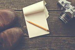 Uitstekend blocnote en potlood stock afbeelding