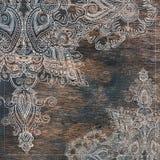Uitstekend bloemen oostelijk ornament bij oude houten textuur stock foto