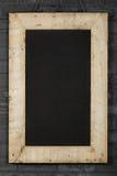 Uitstekend Bord Teruggewonnen Houten Kader op Bakstenen muur Royalty-vrije Stock Afbeeldingen