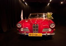 Uitstekend die BMW 503 Cabriolet bij de Motorshow van Tel Aviv wordt voorgesteld stock afbeeldingen