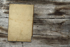 Uitstekend document op houten textuur Stock Fotografie
