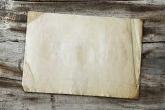 Uitstekend document op houten textuur Royalty-vrije Stock Fotografie