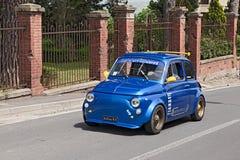 Uitstekend Fiat 500 die stemmen Royalty-vrije Stock Afbeeldingen