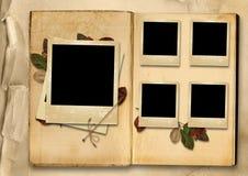 Uitstekend Fotoalbum met stapel oude foto-kaders Stock Afbeelding