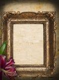 Uitstekend gouden frame op grungeachtergrond Stock Fotografie