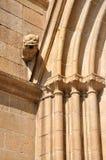 Uitstekend graveer op een Katholieke kerk Stock Fotografie