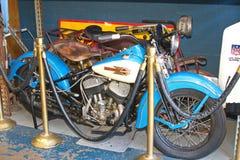 Uitstekend Harley Davidson Motorcycle bij Antieke Winkel Stock Foto's