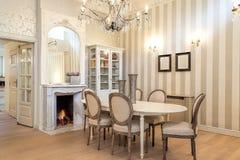 Uitstekend herenhuis - het dineren hoek royalty-vrije stock afbeelding