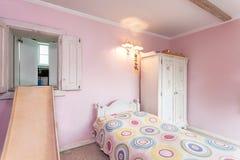 Uitstekend herenhuis - roze ruimte Stock Fotografie