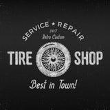 Uitstekend het etiketontwerp van de bandwinkel De affiche van de garagereparatie Retro zwart-wit ontwerp Goed voor bandopslag, re Royalty-vrije Stock Afbeelding
