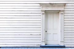 Uitstekend houten deur, muur en venster Stock Foto's