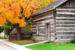 Uitstekend huis in het dorp Stock Afbeeldingen