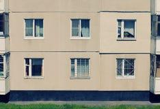 Uitstekend huis met vensters Royalty-vrije Stock Foto's