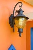 Uitstekend lamplicht op de muur Royalty-vrije Stock Foto's