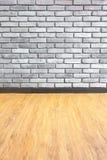 Uitstekend Leeg binnenlands perspectief met bakstenen muur en hout parq Royalty-vrije Stock Foto's