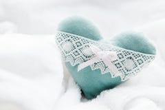 Uitstekend met de hand gemaakt pluche turkoois hart Stock Foto's