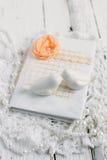Uitstekend notitieboekje op witte lijst Royalty-vrije Stock Foto's