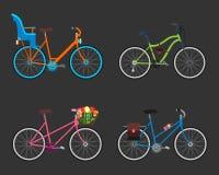 Uitstekend ontwerp vier fietsreeks Retro oud het vervoerwiel van stijlfietsen Antiek cyclusvervoer Vector Stock Afbeeldingen