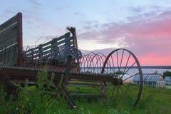 Uitstekend Oud Rusty Agriculture Equipment In The-Platteland stock foto's