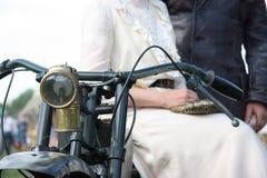 Uitstekend paar bij de motorfiets Stock Afbeelding