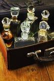 Uitstekend parfum in de koffer royalty-vrije stock afbeelding