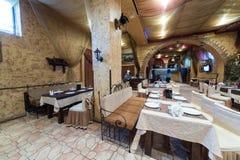Uitstekend restaurant Pomestie met een comfortabel binnenland Royalty-vrije Stock Afbeeldingen