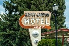 Uitstekend retro teken voor Bryce Canyon Motel Het onderbrengen heeft vacan royalty-vrije stock fotografie