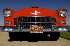 Uitstekend rood 1955 Chevy Royalty-vrije Stock Foto's