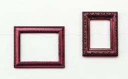 Uitstekend roze kader op oude en vuile grijze concrete muur Royalty-vrije Stock Afbeeldingen