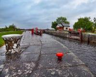 Uitstekend slot op rivier Shannon Stock Afbeeldingen