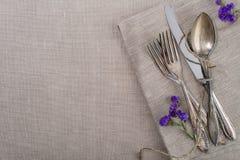 Uitstekend tafelzilver met bloemen Stock Afbeeldingen