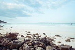 Uitstekend tropisch kustzeegezicht in de zomer Landschap van kust Lang Eiland, NY Royalty-vrije Stock Fotografie