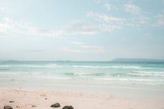 Uitstekend tropisch strandzeegezicht in de zomer Royalty-vrije Stock Fotografie
