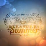 Uitstekend typografie het van letters voorzien de zomerontwerp en vage achtergrond Royalty-vrije Stock Foto's
