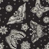 Uitstekend van de flitsvlinders en bloemen van de stijl traditioneel tatoegering naadloos patroon Royalty-vrije Stock Afbeelding