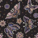 Uitstekend van de flitsvlinders en bloemen van de stijl traditioneel tatoegering naadloos patroon Stock Afbeeldingen