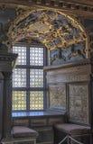 Uitstekend venster in het kasteel Stock Afbeelding