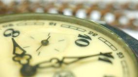 Uitstekend zakhorloge Antiek wijzerplaatclose-up Macroclose-up uitstekende klok stock videobeelden