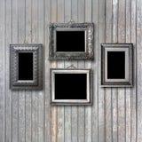 Uitstekend zilveren kader voor beeld op houten muur Royalty-vrije Stock Foto's